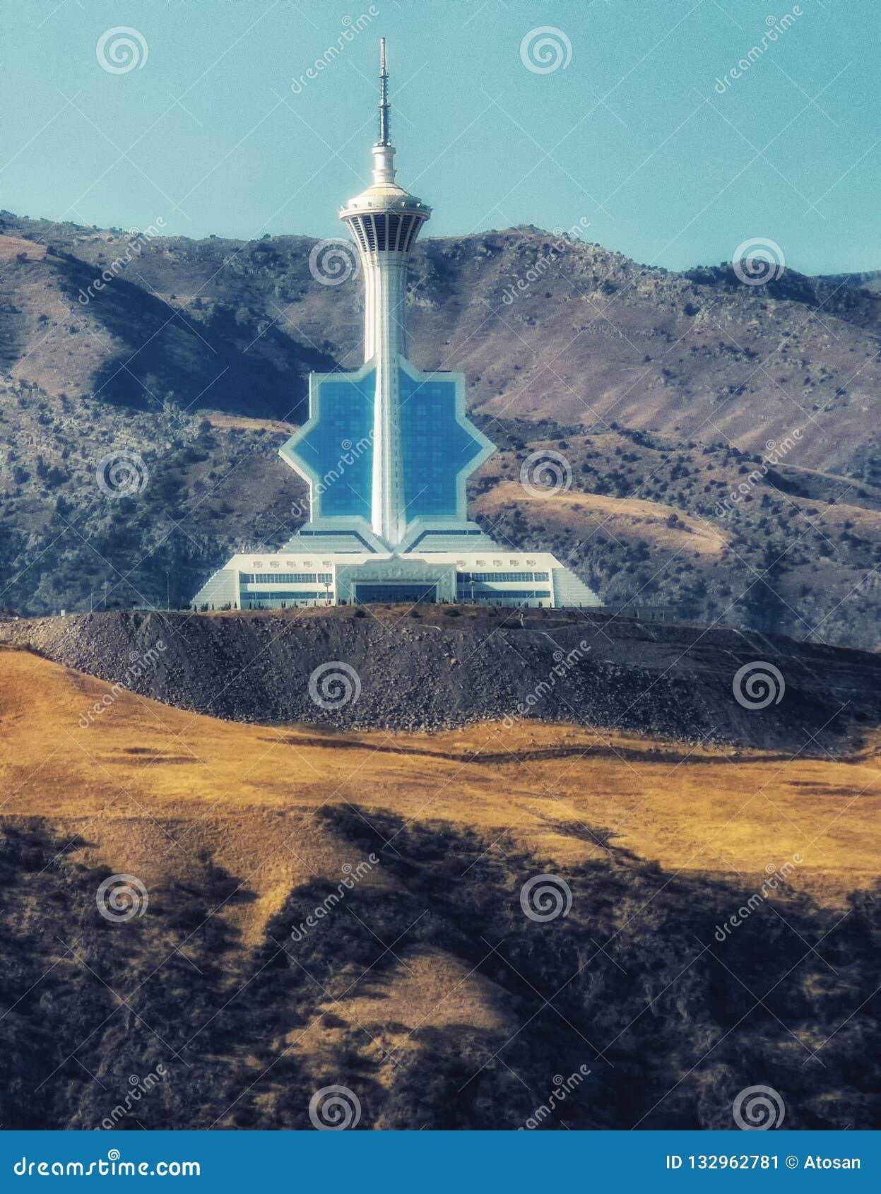 Il Turkmenistan, città di Asgabat, torre della televisione