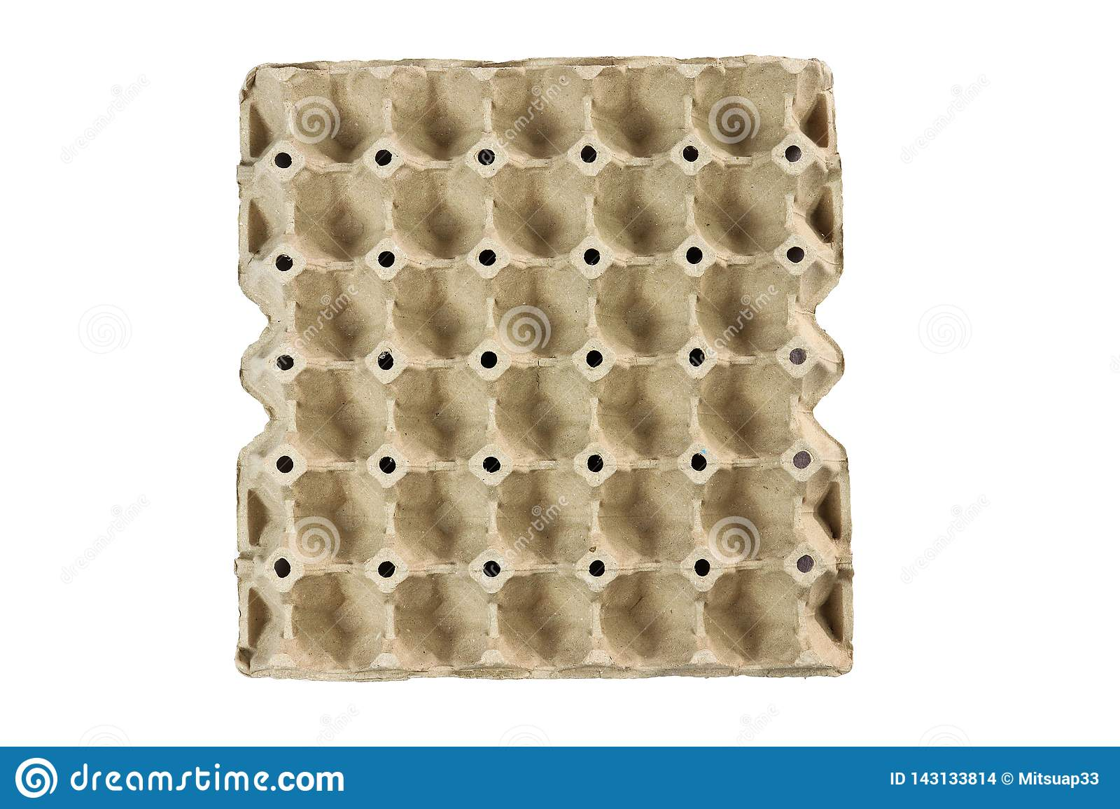 Il vassoio dell uovo, impila il cartone che imballa per le uova isolate su fondo nero