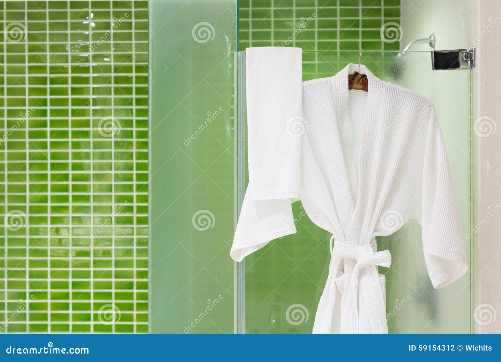Il verde piastrella il bagno fotografia stock immagine di casa
