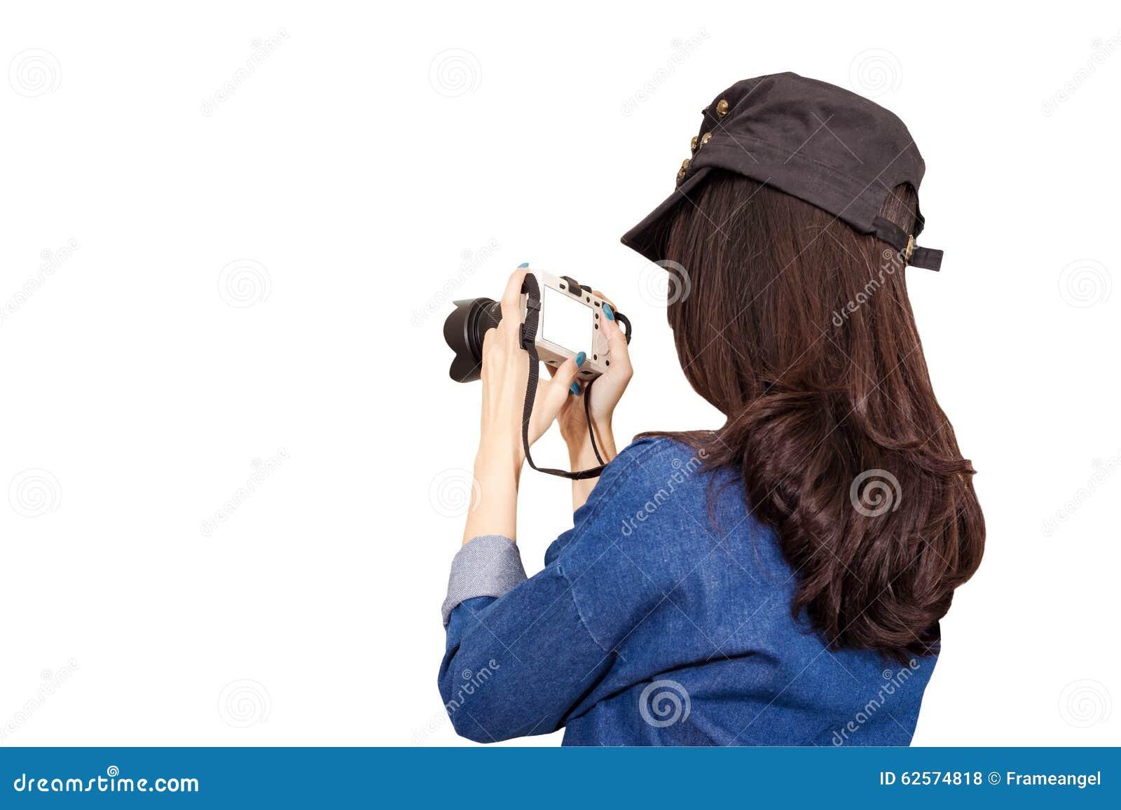Il viaggiatore della donna che porta il vestito blu come fotografo, prende i wi della foto