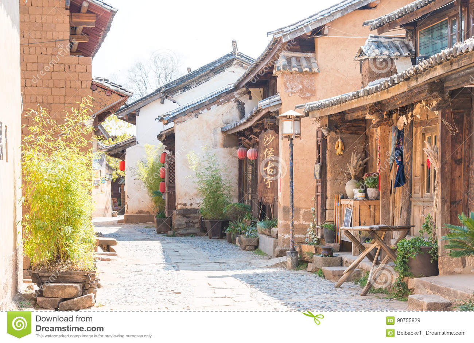 IL YUNNAN, CINA - 20 MARZO 2015: Villaggio antico di Shaxi un ANC famoso