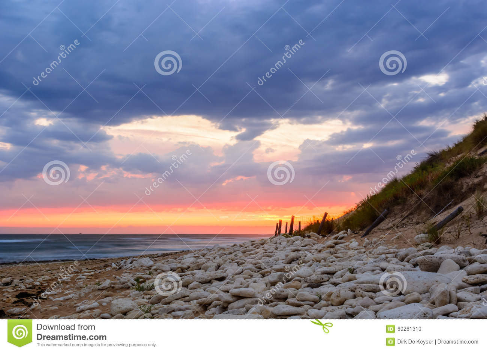 Ile d Oleron, zonsondergang op het strand in Frankrijk