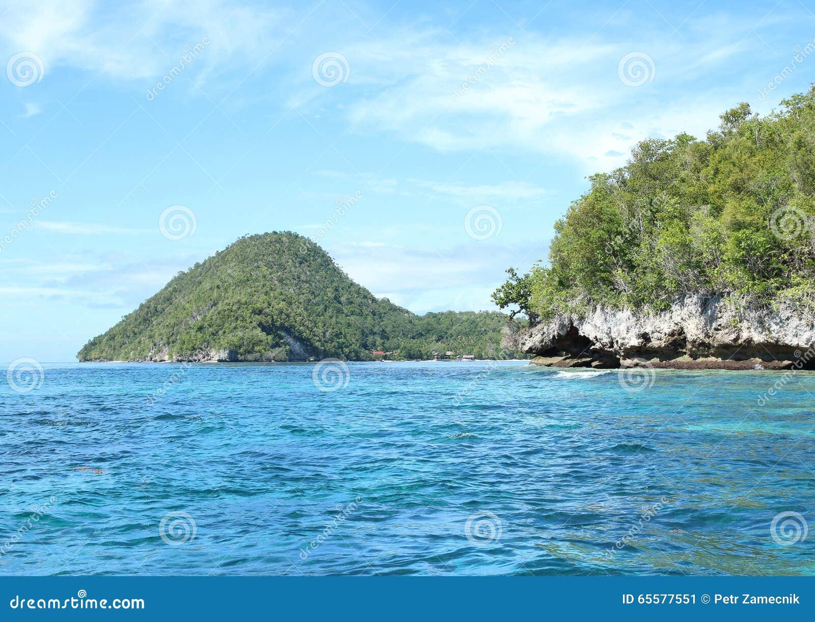 Ilha com rocha da pedra calcária