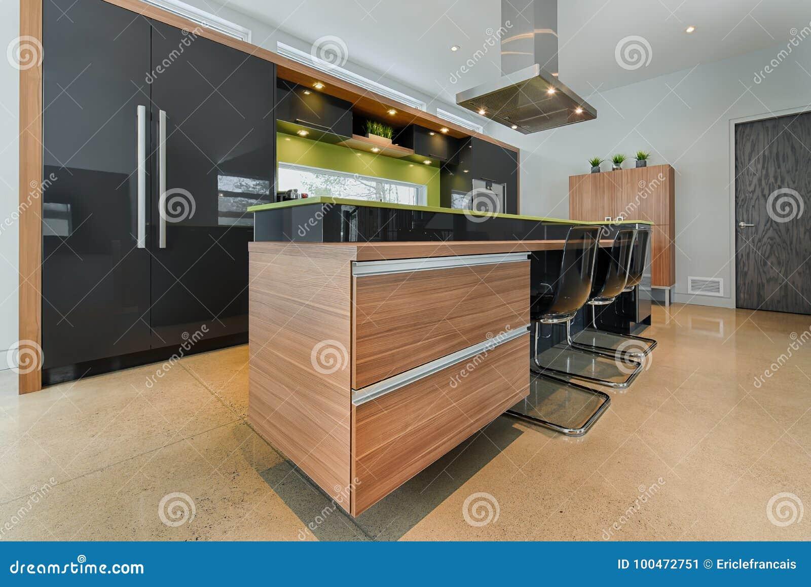 Ilha De Cozinha Moderna Com Gavetas Integradas Imagem De Stock
