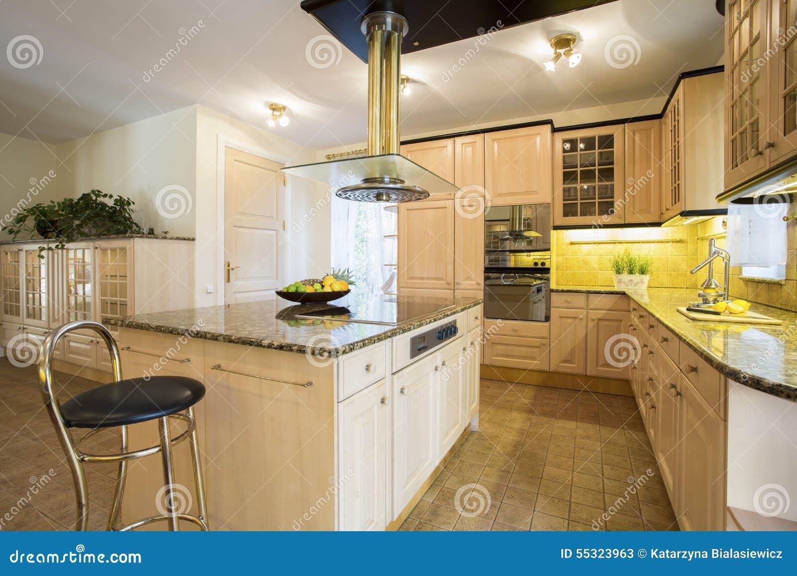 Ilha De Cozinha Na Cozinha Projetada Imagem De Stock Imagem De