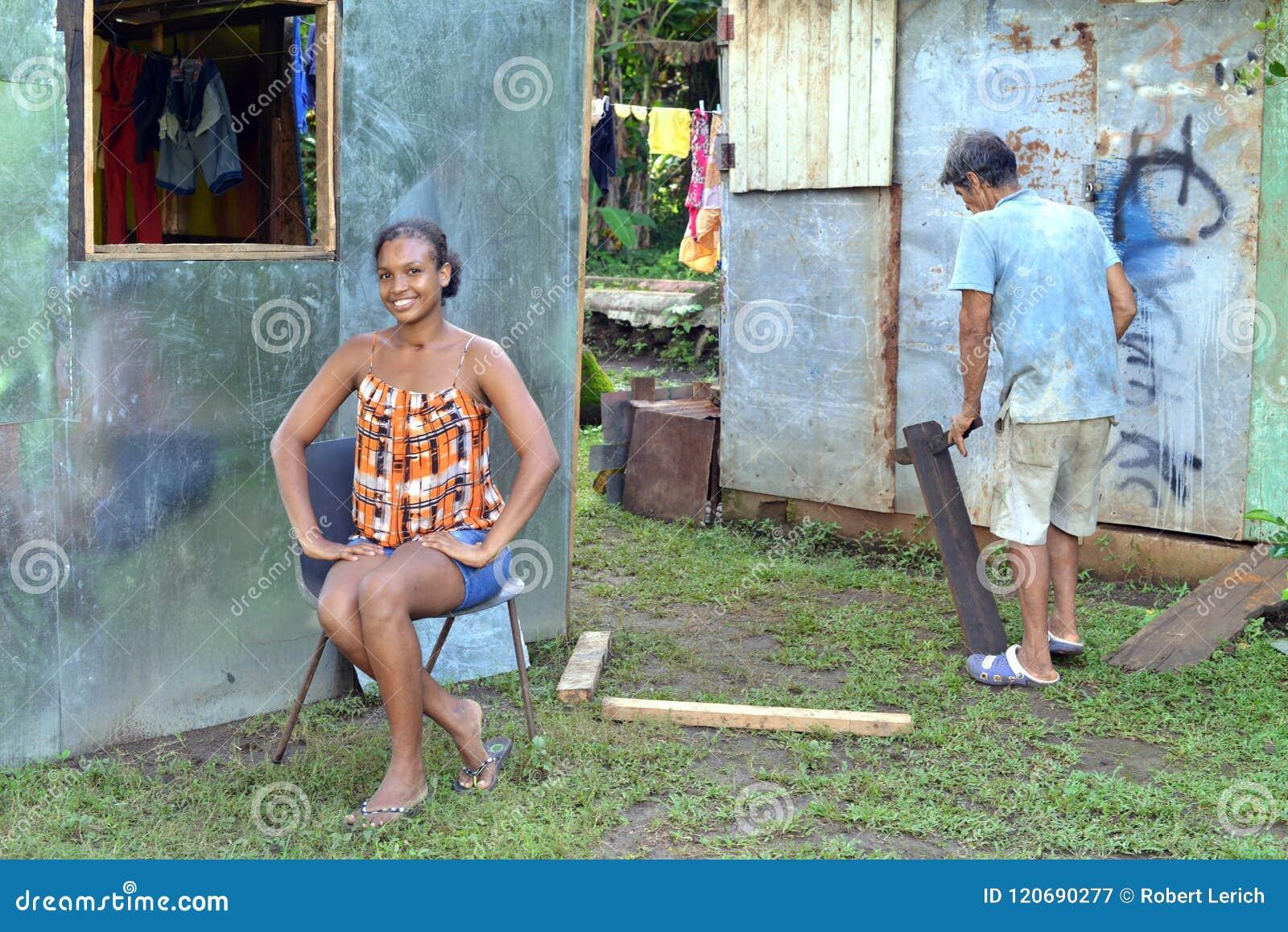 Ilha de milho editorial Nicarágua da casa do zinco do homem da mulher