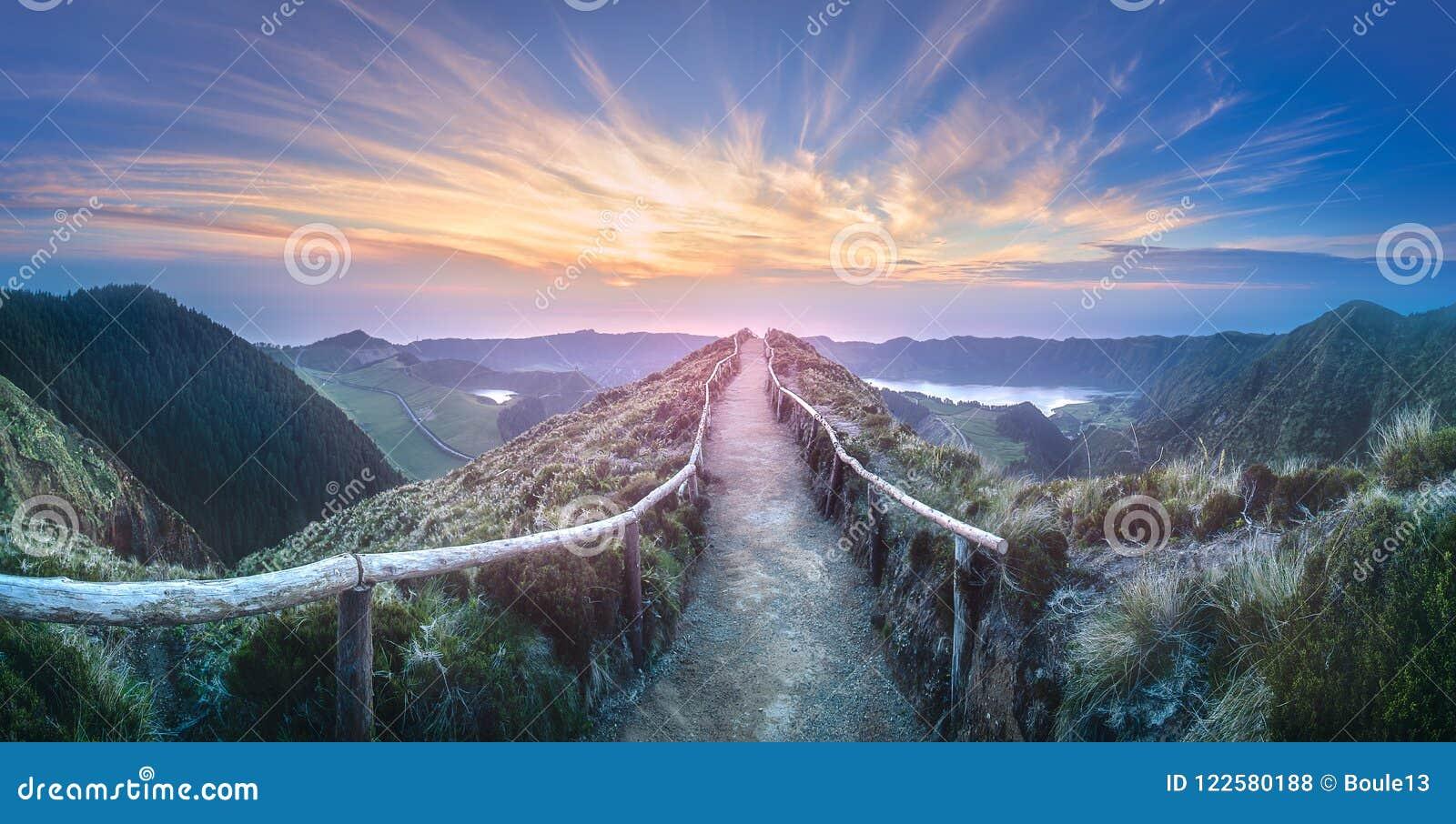 Ilha de Ponta Delgada da paisagem da montanha, Açores