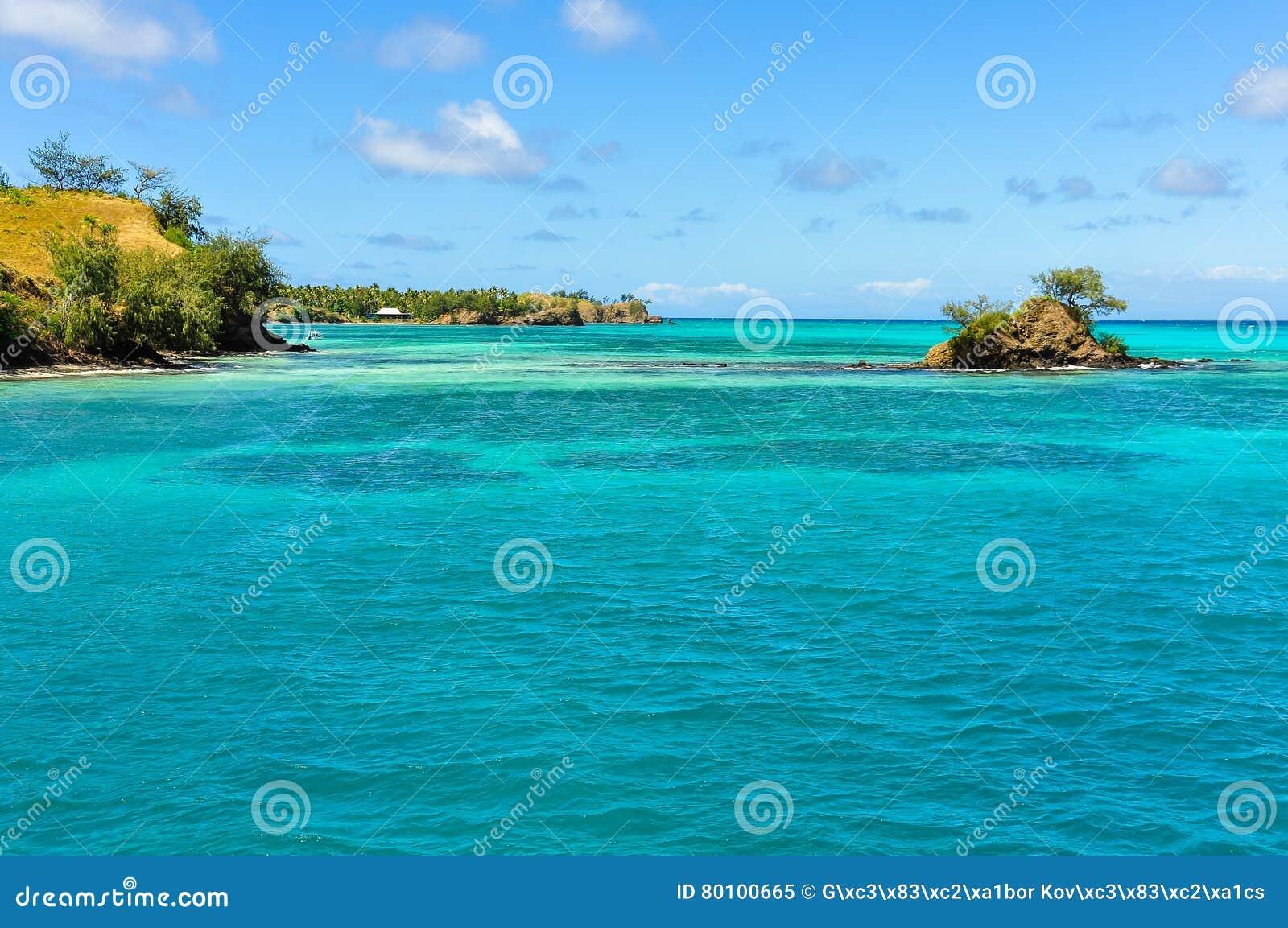 Ilha pequena perto da ilha de Nacula em Fiji