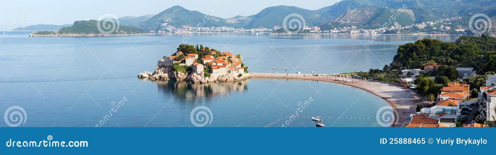 Ilhota do mar de Sveti Stefan (Montenegro)