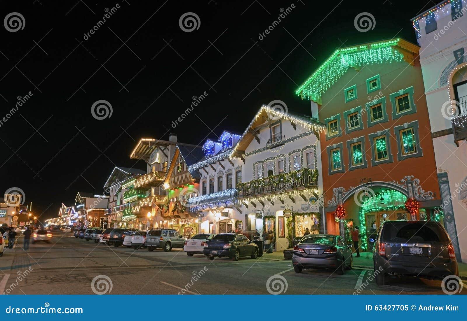 Illuminazione di natale in leavenworth immagine editoriale