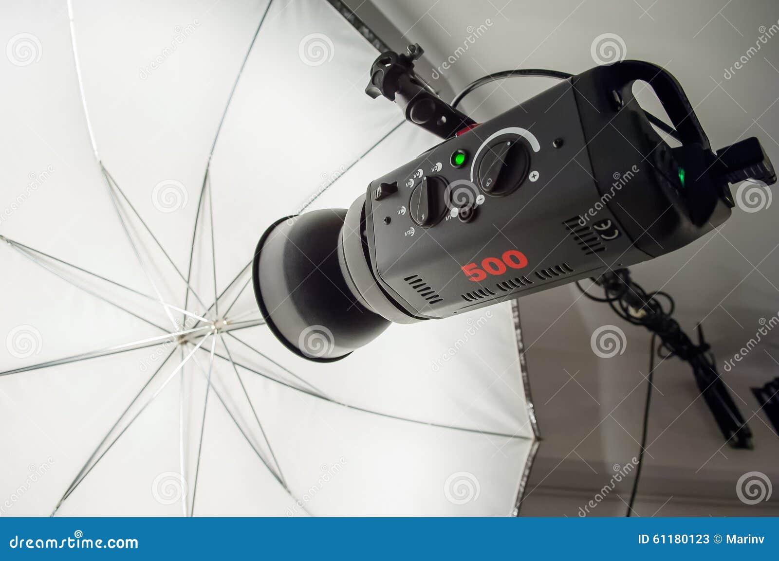 Illuminazione fotografica dello stroboscopio dello studio ed