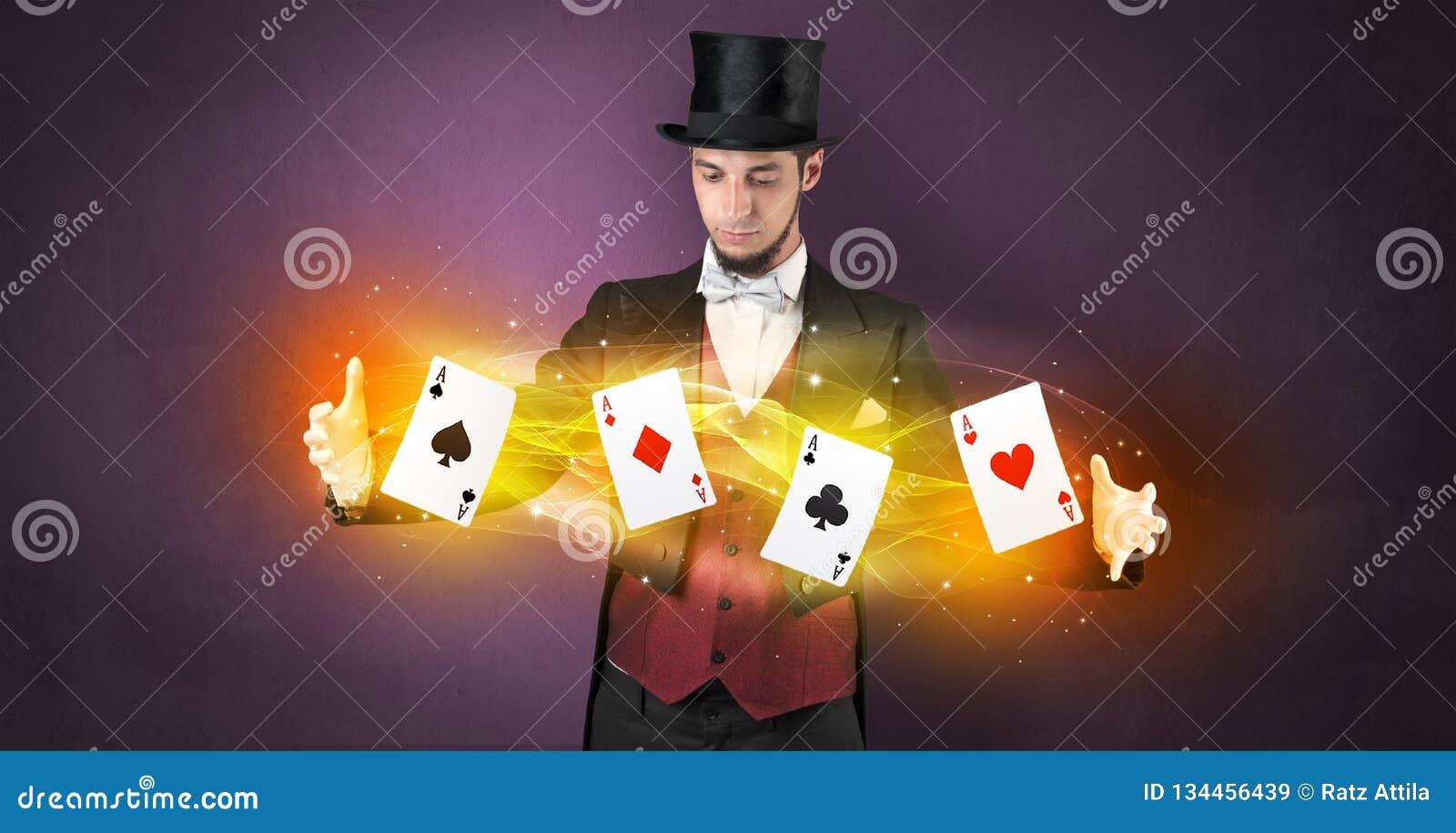 Illusionist die truc met magische spelkaarten maken