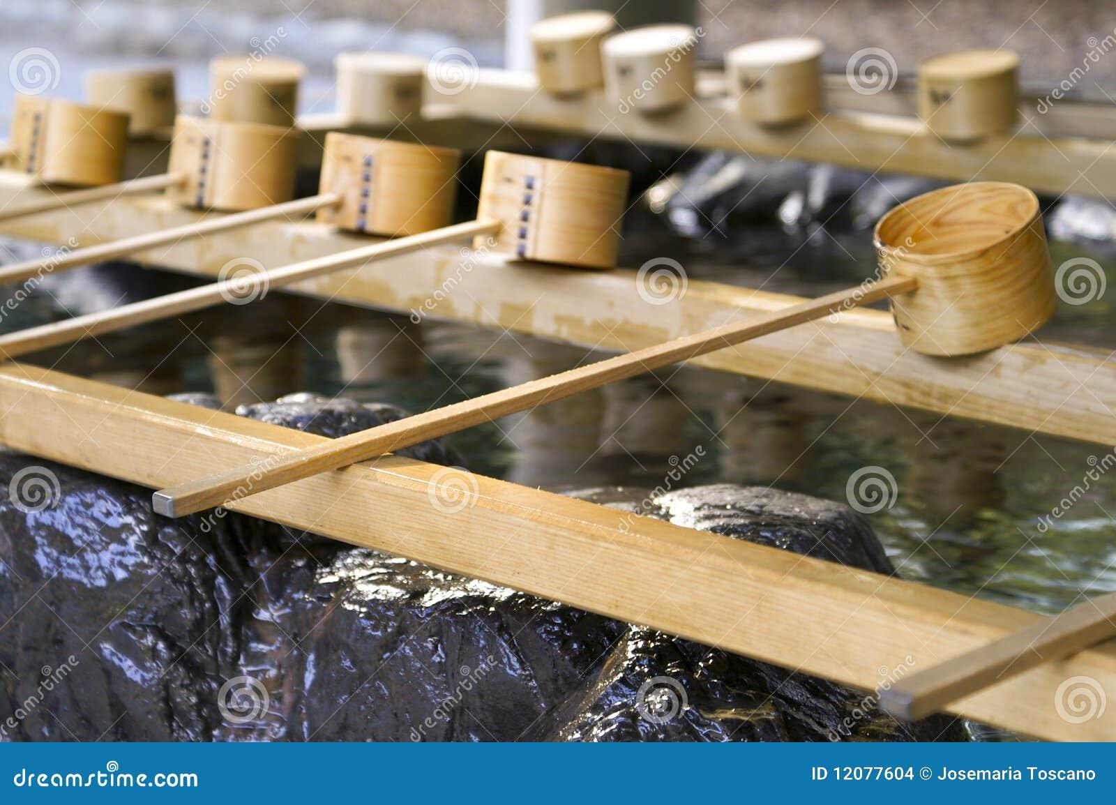 Illustration de fontaine japonaise de purification