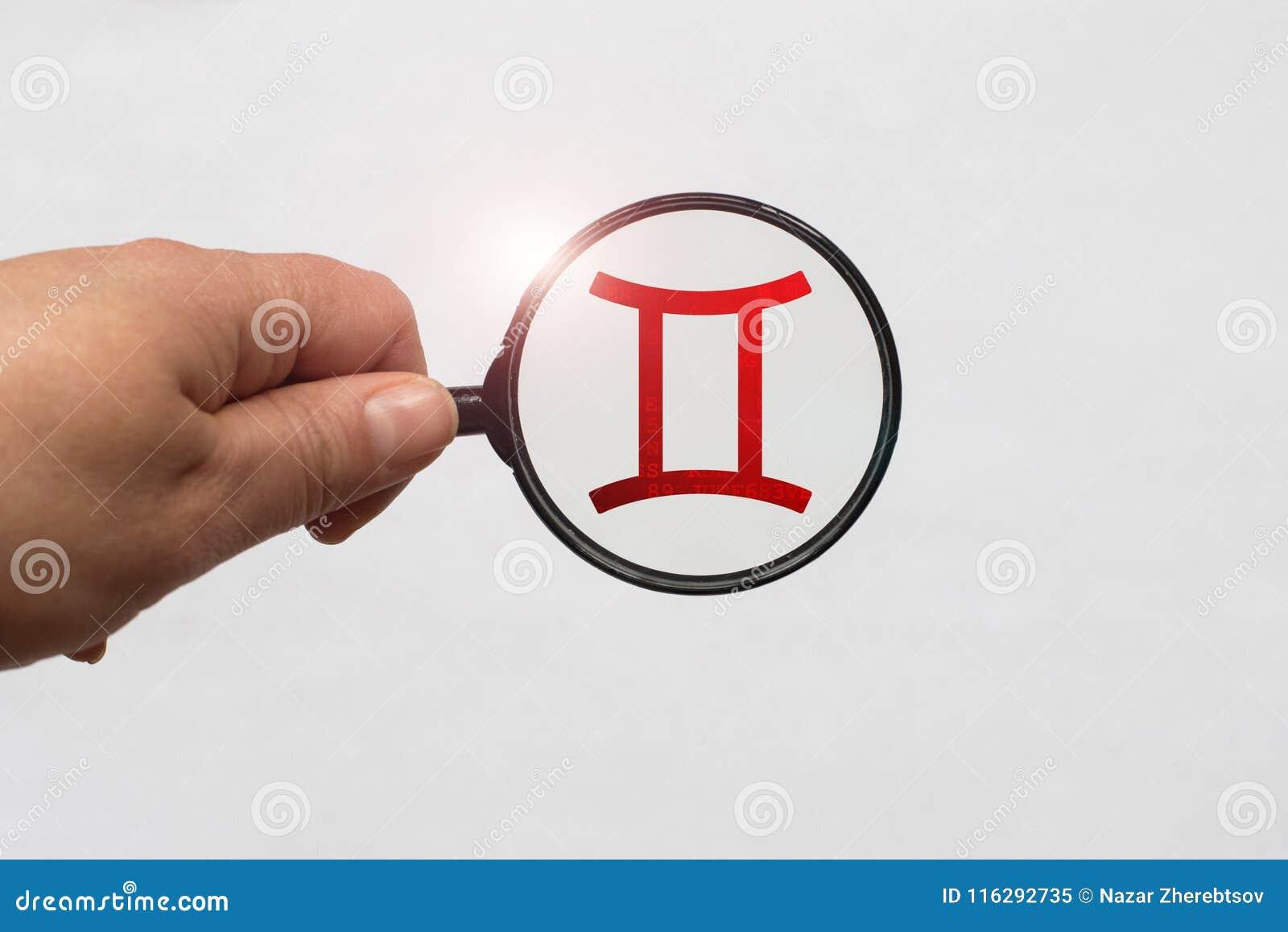 Illustrazione di una messa a fuoco della lente d ingrandimento su Gemini Zodiac Sign rosso