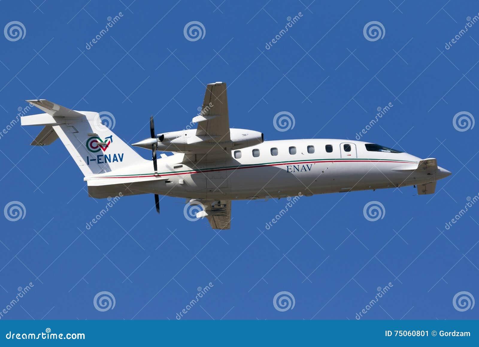 Piaggio P180 Avanti landing