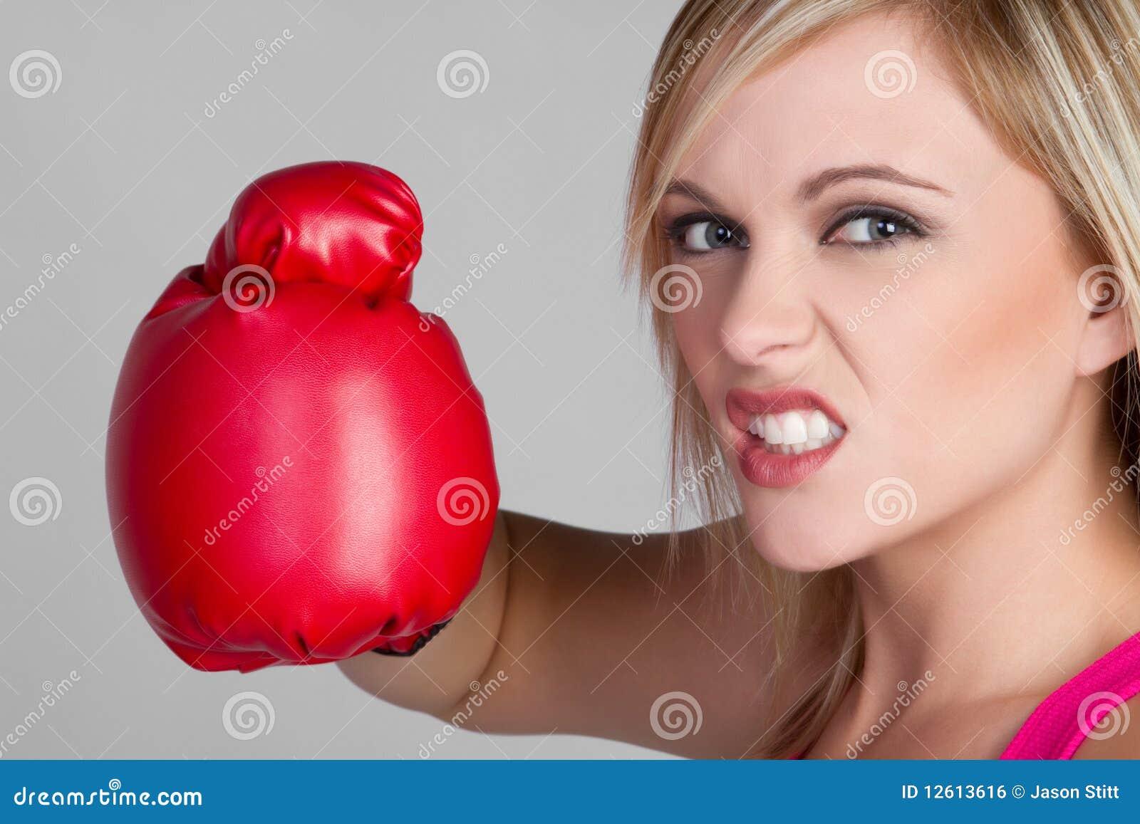 Ilsken boxarekvinnlig