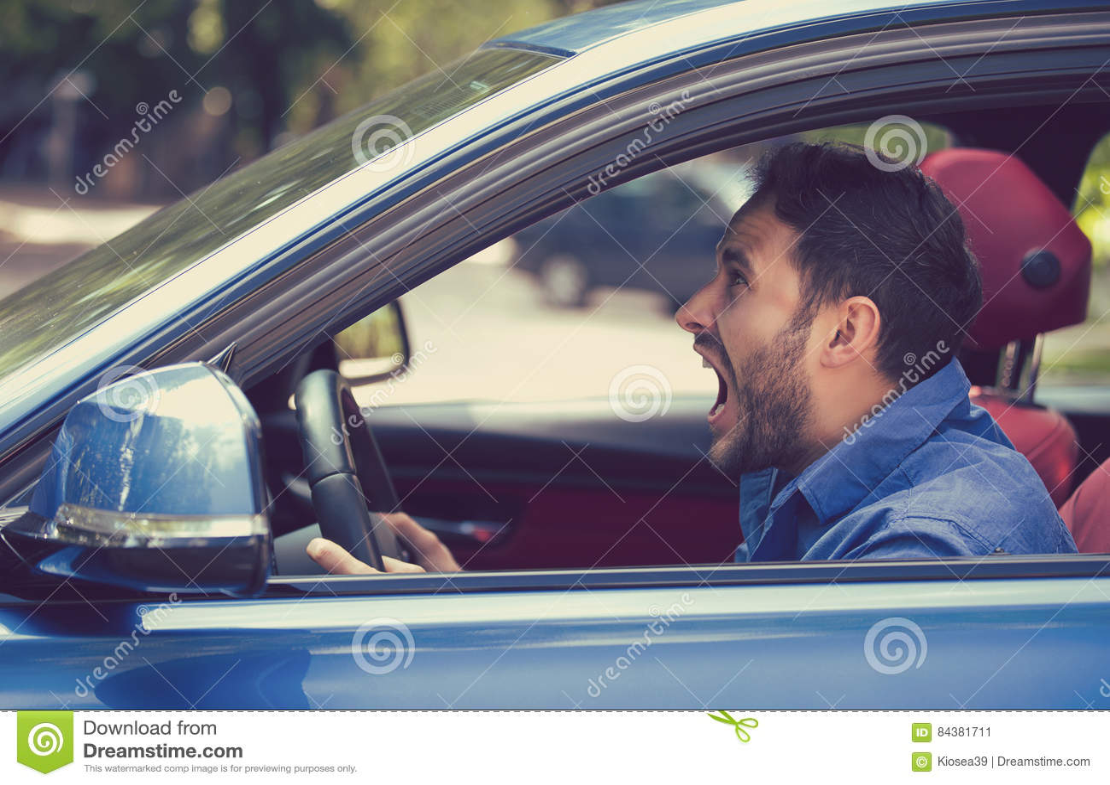 Ilsken chaufför för sidoprofil Negativt sinnesrörelseframsidauttryck