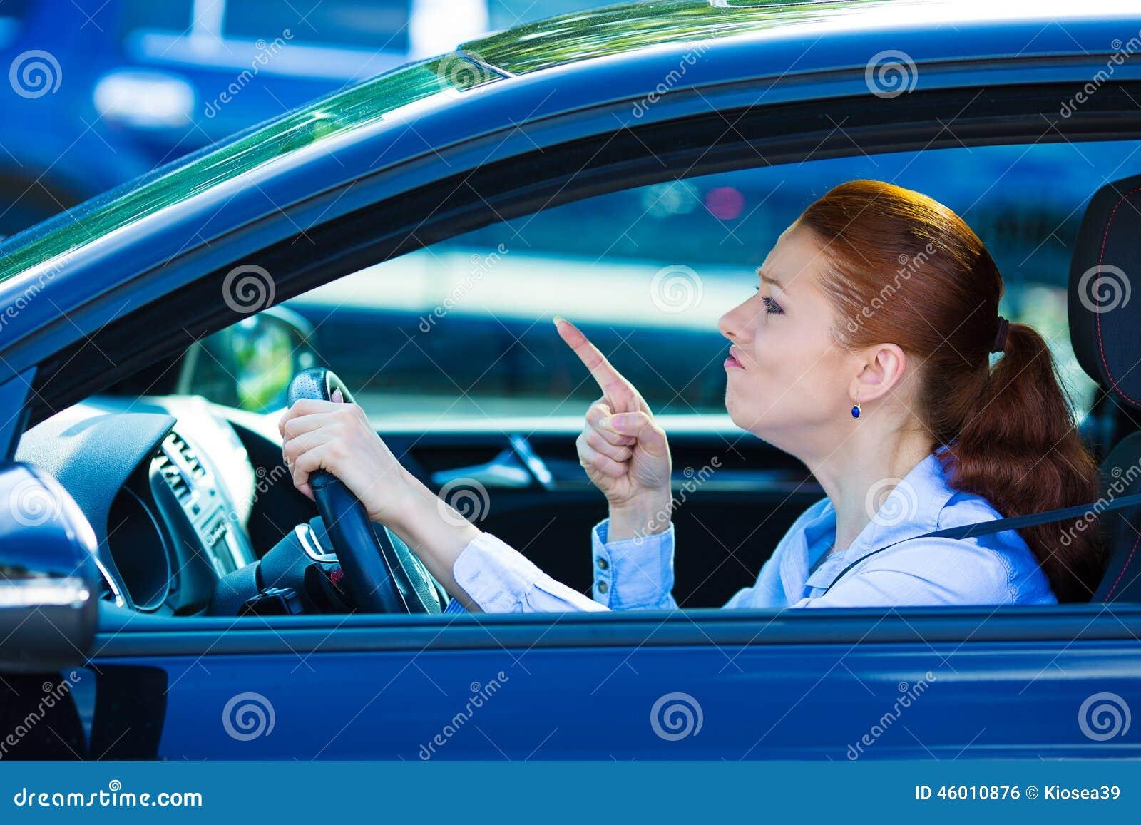 Ilsken chaufförkvinnlig