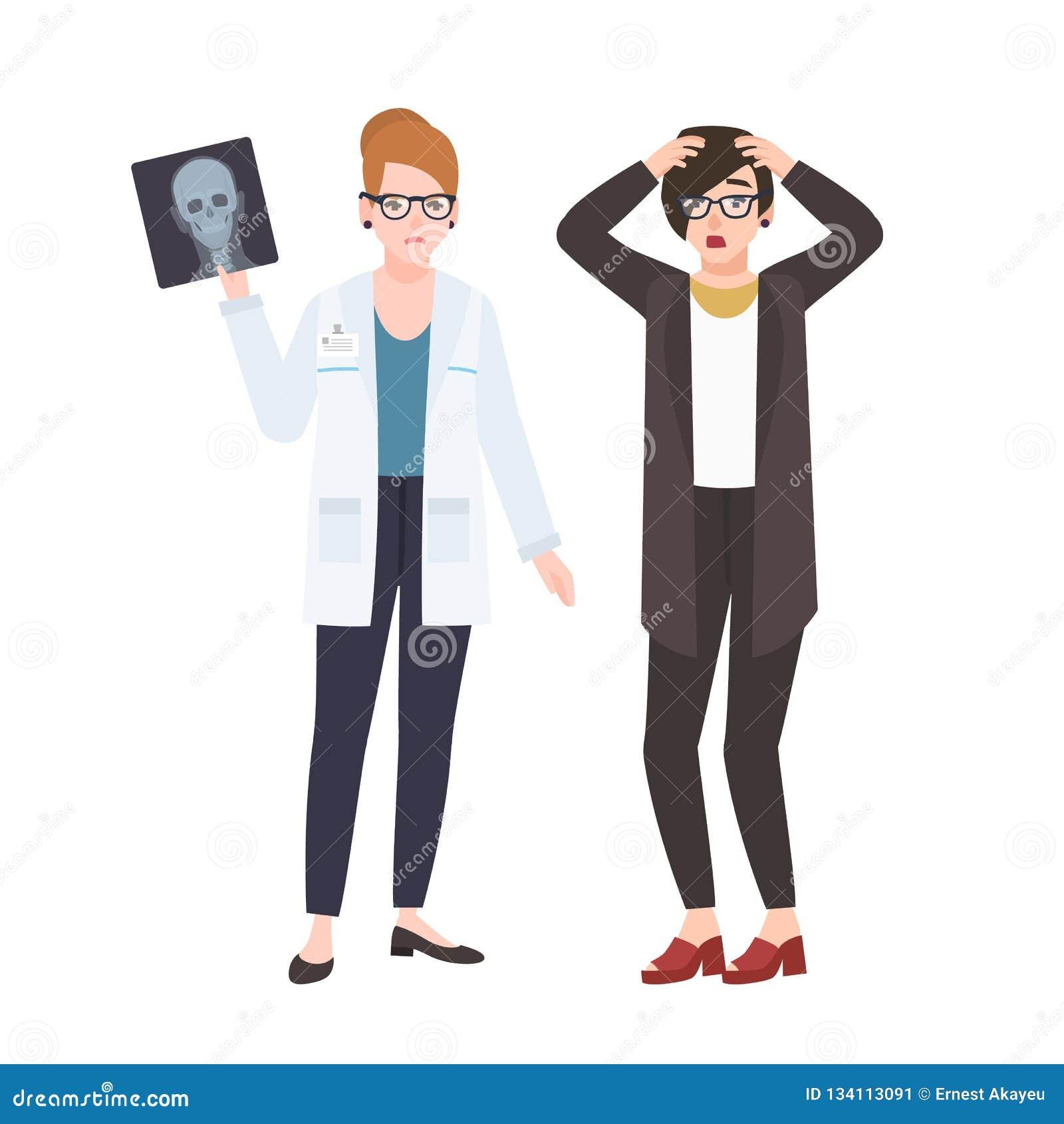 Ilsken kvinnlig doktor eller kirurg som visar röntgenstrålen till den förskräckta patienten som isoleras på vit bakgrund Läkareav
