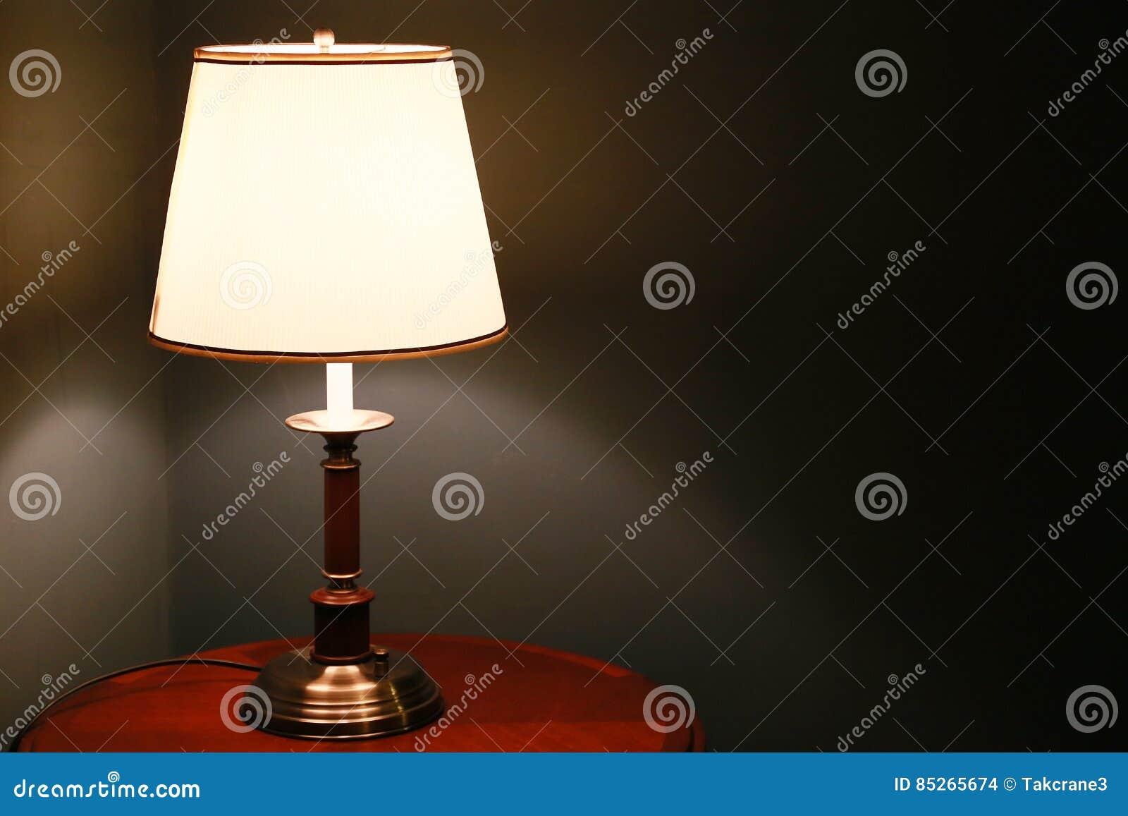 Iluminação ao lado da cama