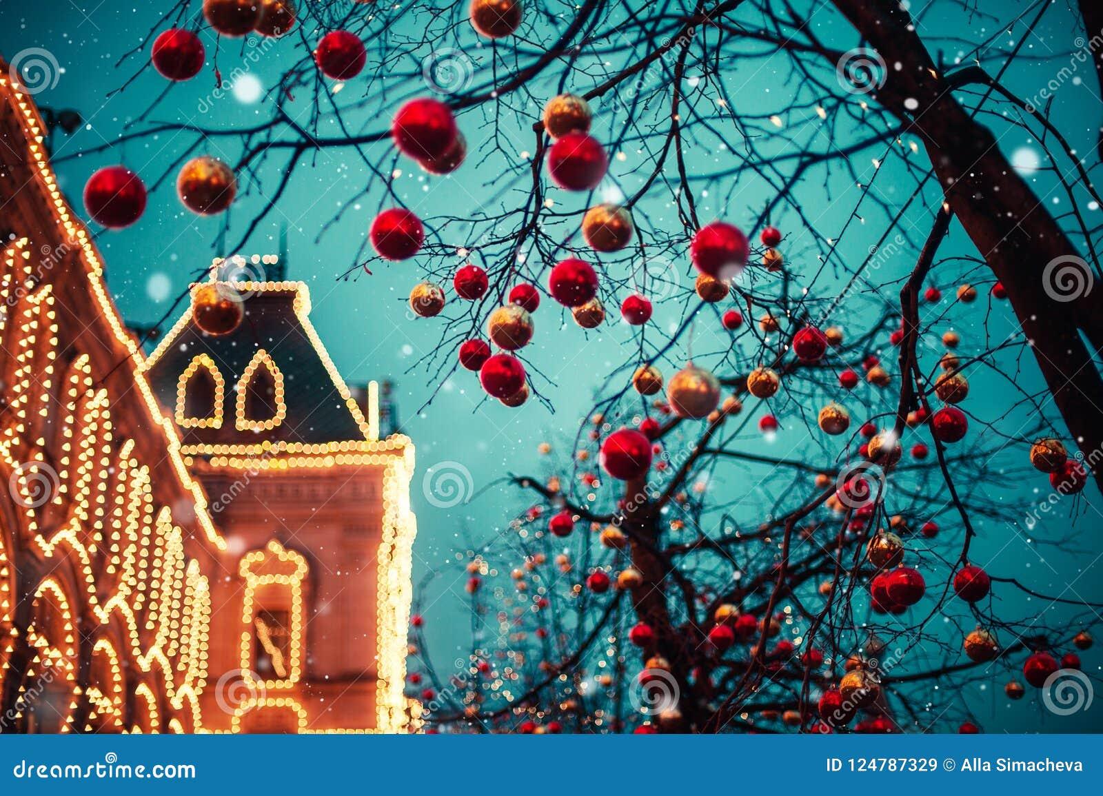 Iluminações festivas nas ruas da cidade Natal em Moscou, Rússia Quadrado vermelho