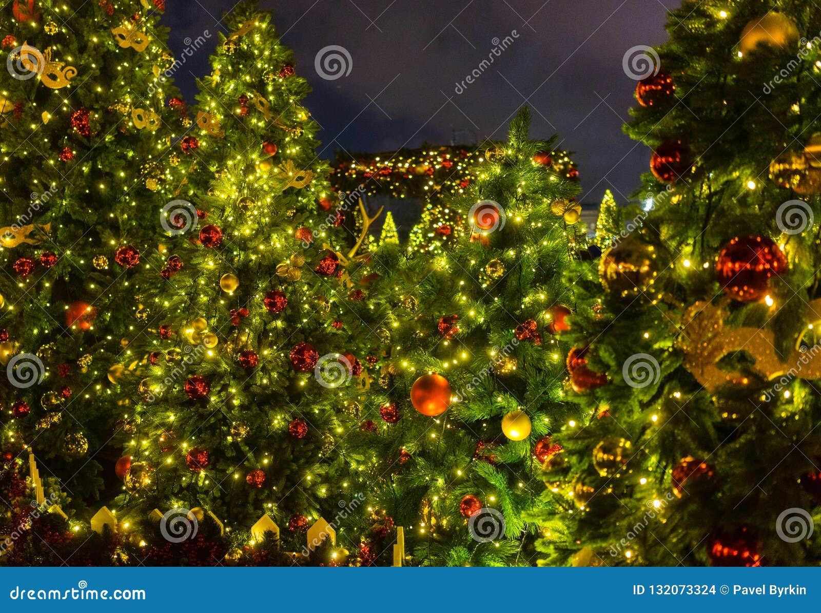 Iluminación de la noche de la Navidad en Moscú