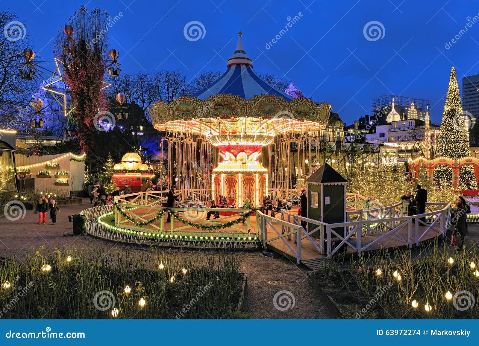 Iluminacion En Los Jardines De Tivoli Copenhague Del Carrusel Y De