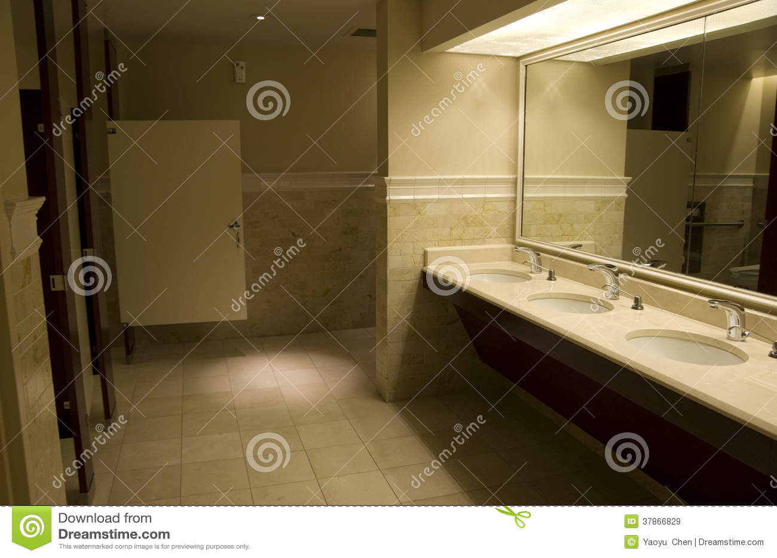 Iluminacion Del Baño:Interiores e iluminación de un cuarto de baño público