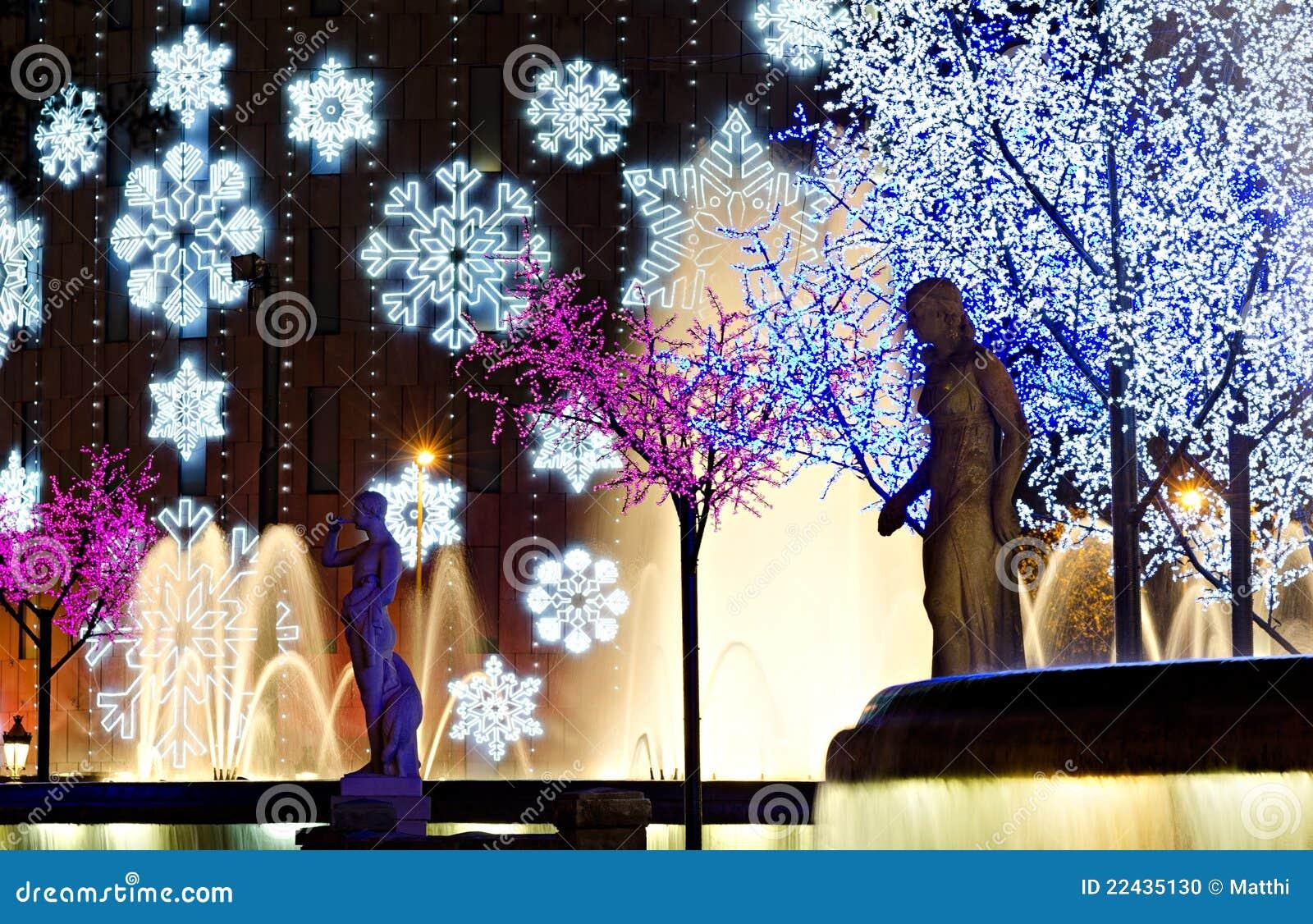 Iluminaci n colorida nocturna de la navidad foto de - Iluminacion de navidad ...