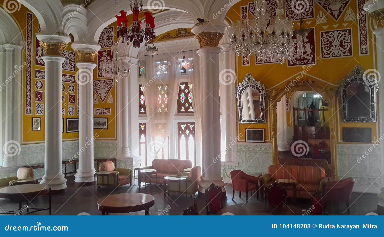 Ilustraciones en el palacio de Banglaore, Bengaluru, la India