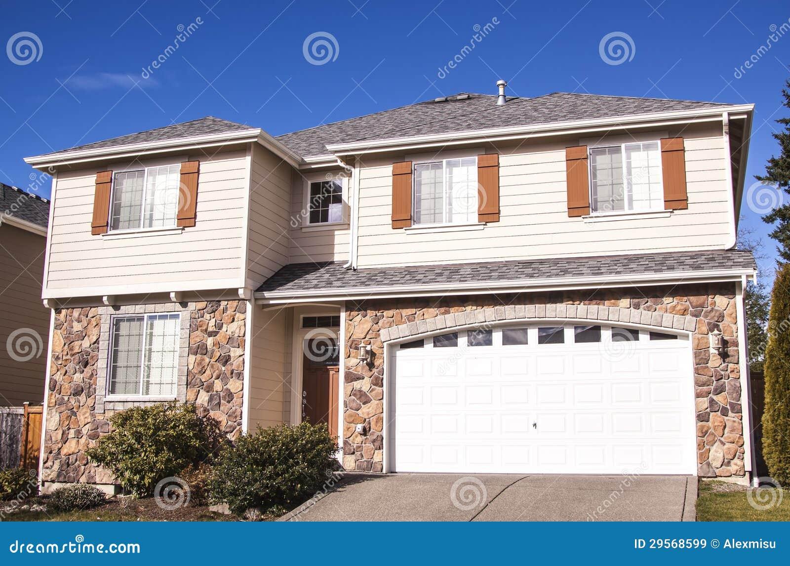 Im Amerikanischen Stil Haus Stockbild - Bild von häuser, luxuriös ...