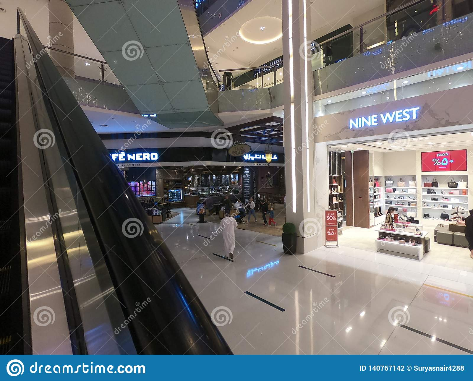 Im Februar 2019 das größte Mall - Geschäft des Westen-neun innerhalb Dubai-Malls - Welt Dubais UAE