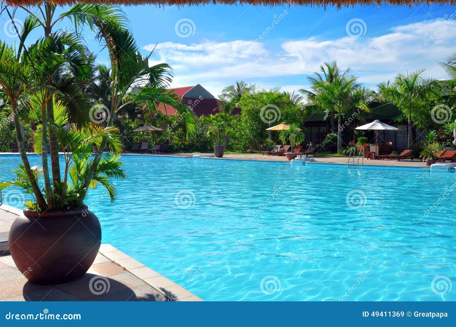 Download Im Freienpool stockbild. Bild von ferien, outdoor, tageslicht - 49411369