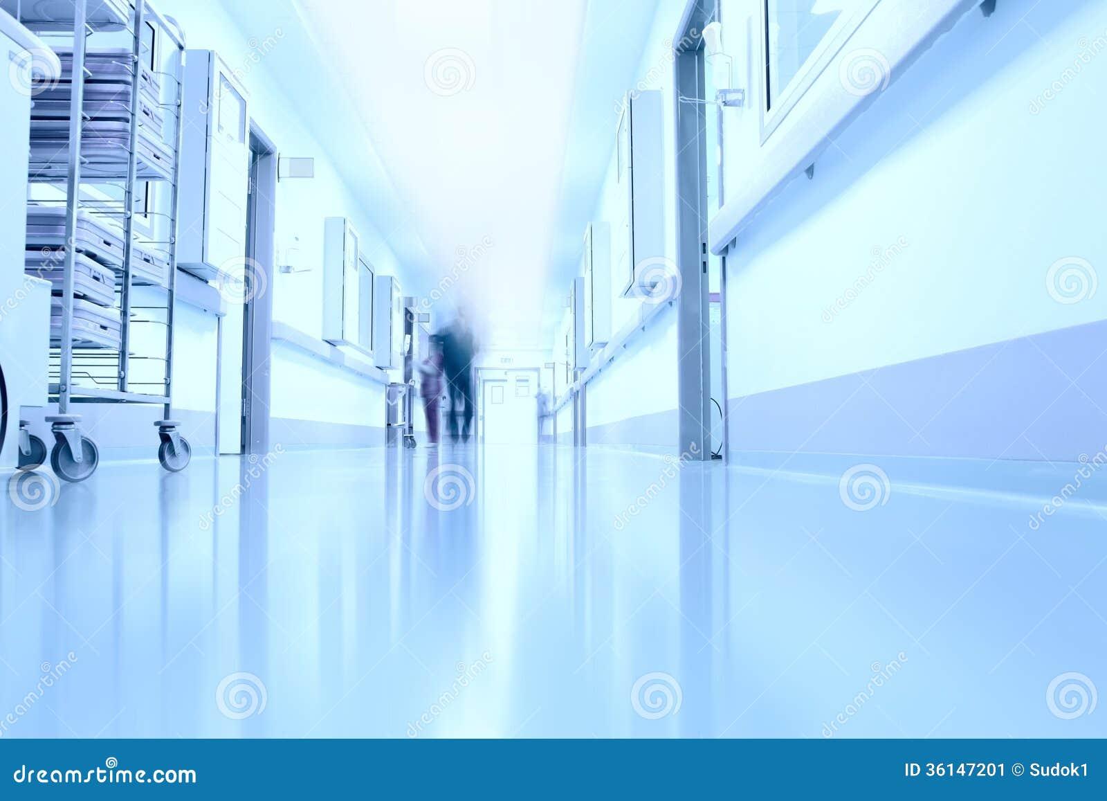 Im Korridor eines modernen Krankenhauses