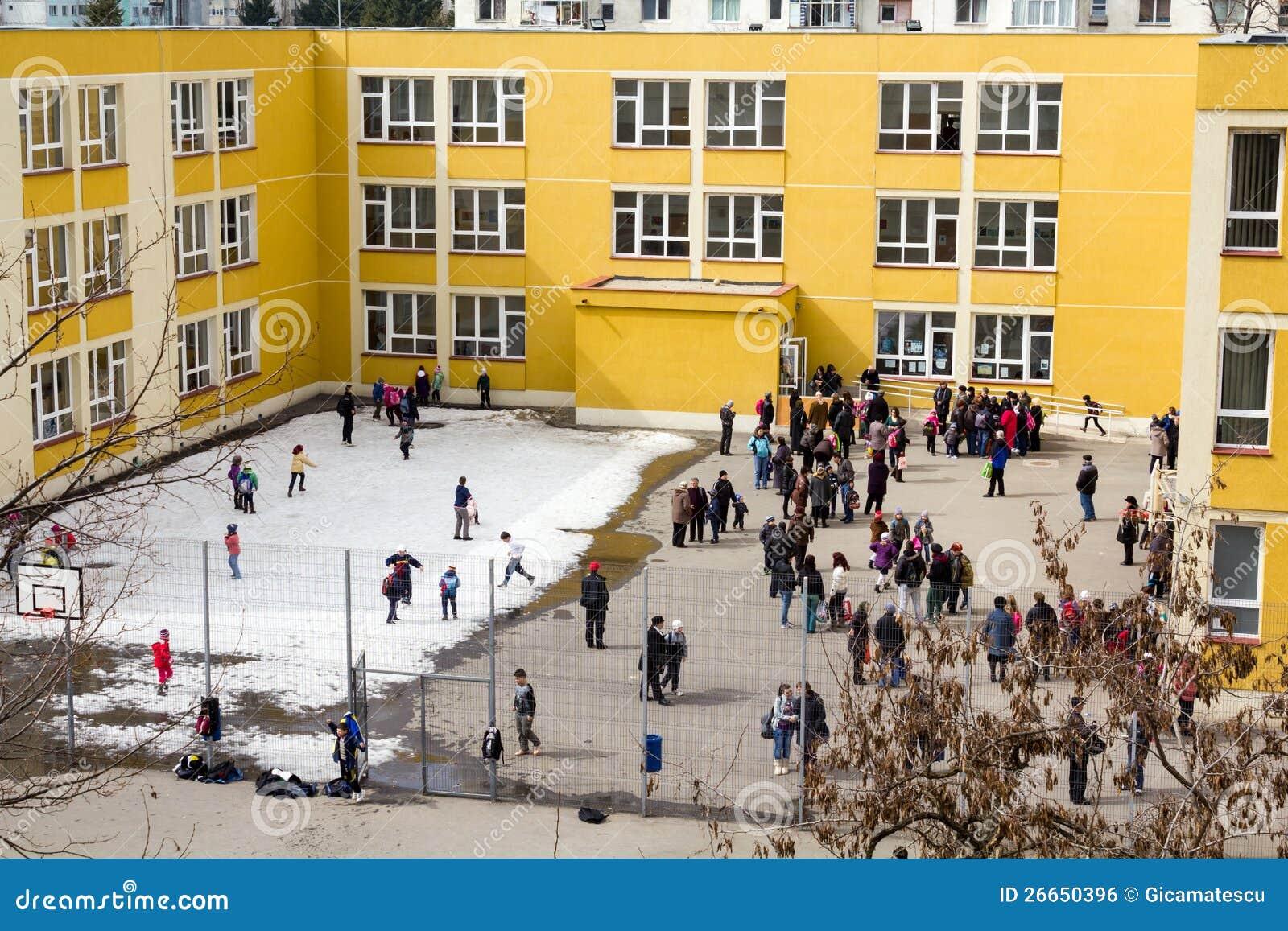 Im Schulhof
