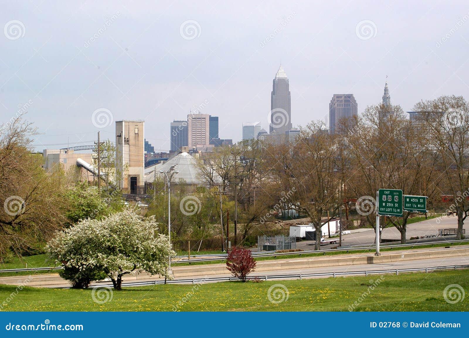 Im Stadtzentrum gelegenes Cleveland von fern