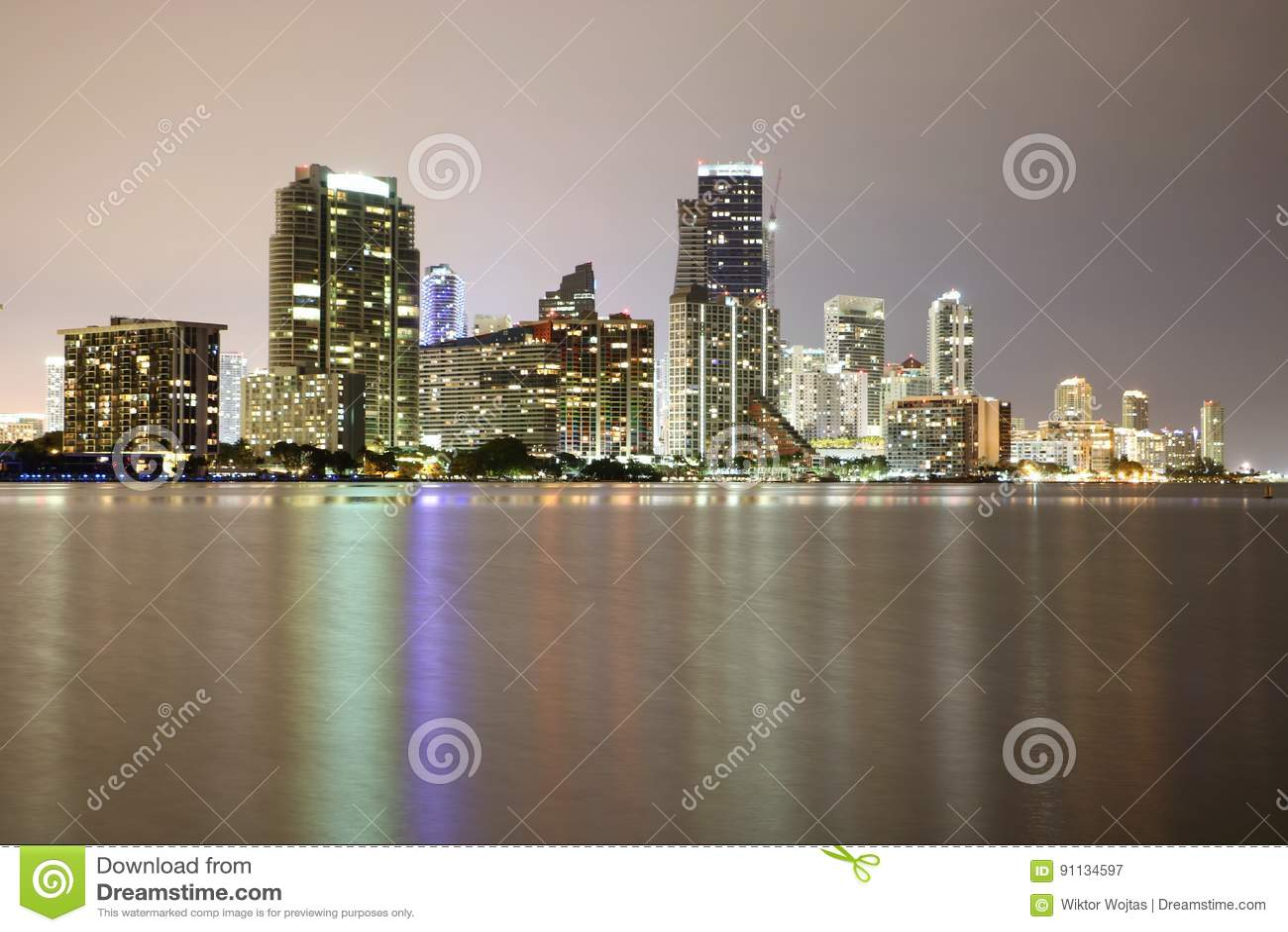 Im Stadtzentrum gelegenes Miami nachts