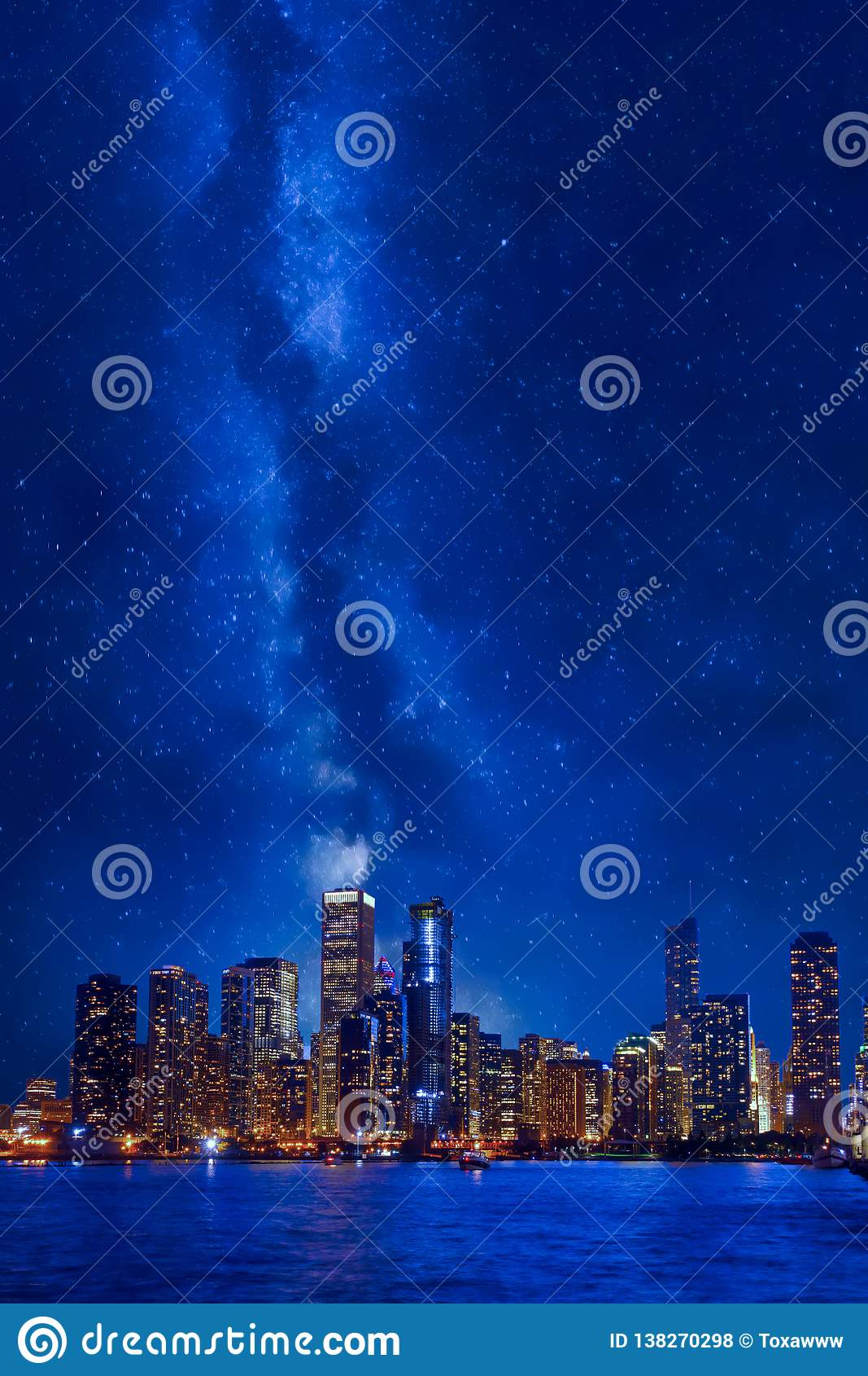 Im Stadtzentrum gelegenes Stadtbild Nachtzeit-Chicagos