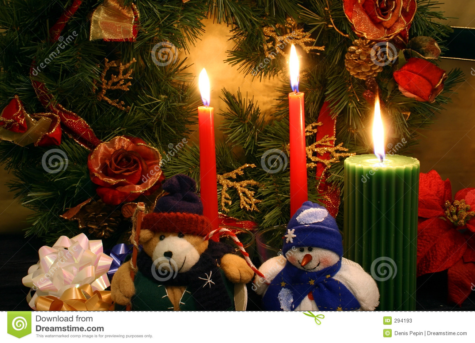 Im Weihnachtsspiritus, in einem angefüllten Teddybären und in einem angefüllten Schneemann