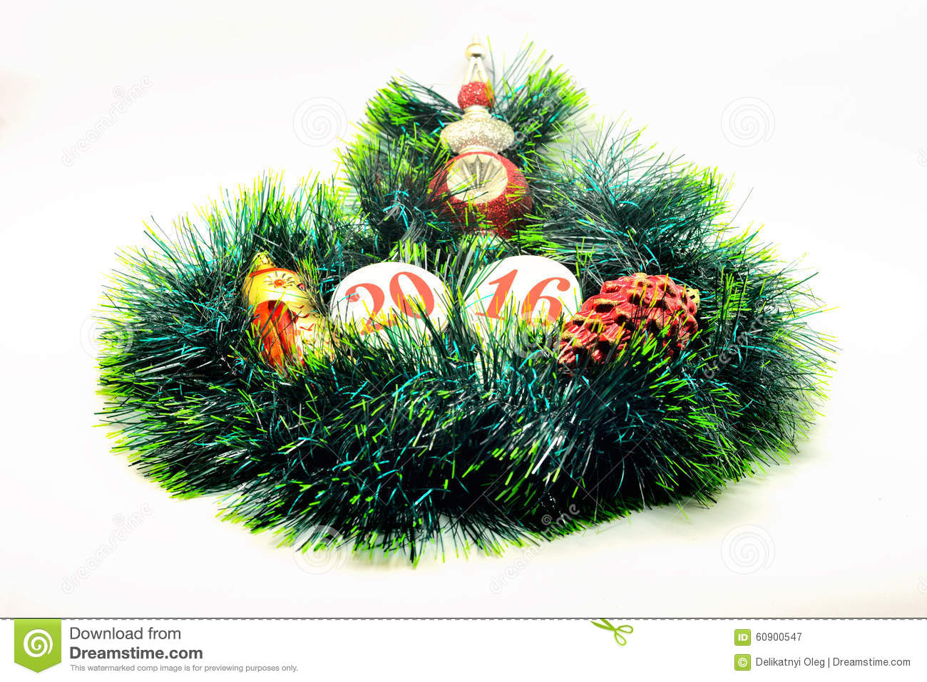 Image christmas decoration shiny toy on a green garla for A green christmas decoration