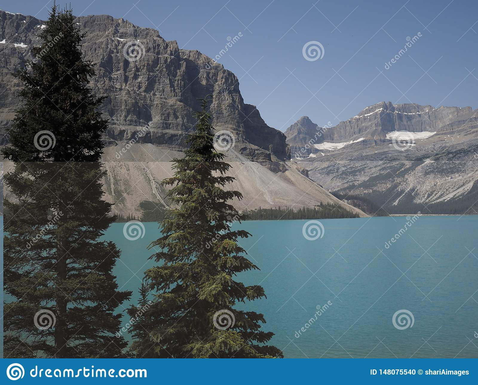 Image colorée du lac bow, Alberta Canada un temps clair pendant l été