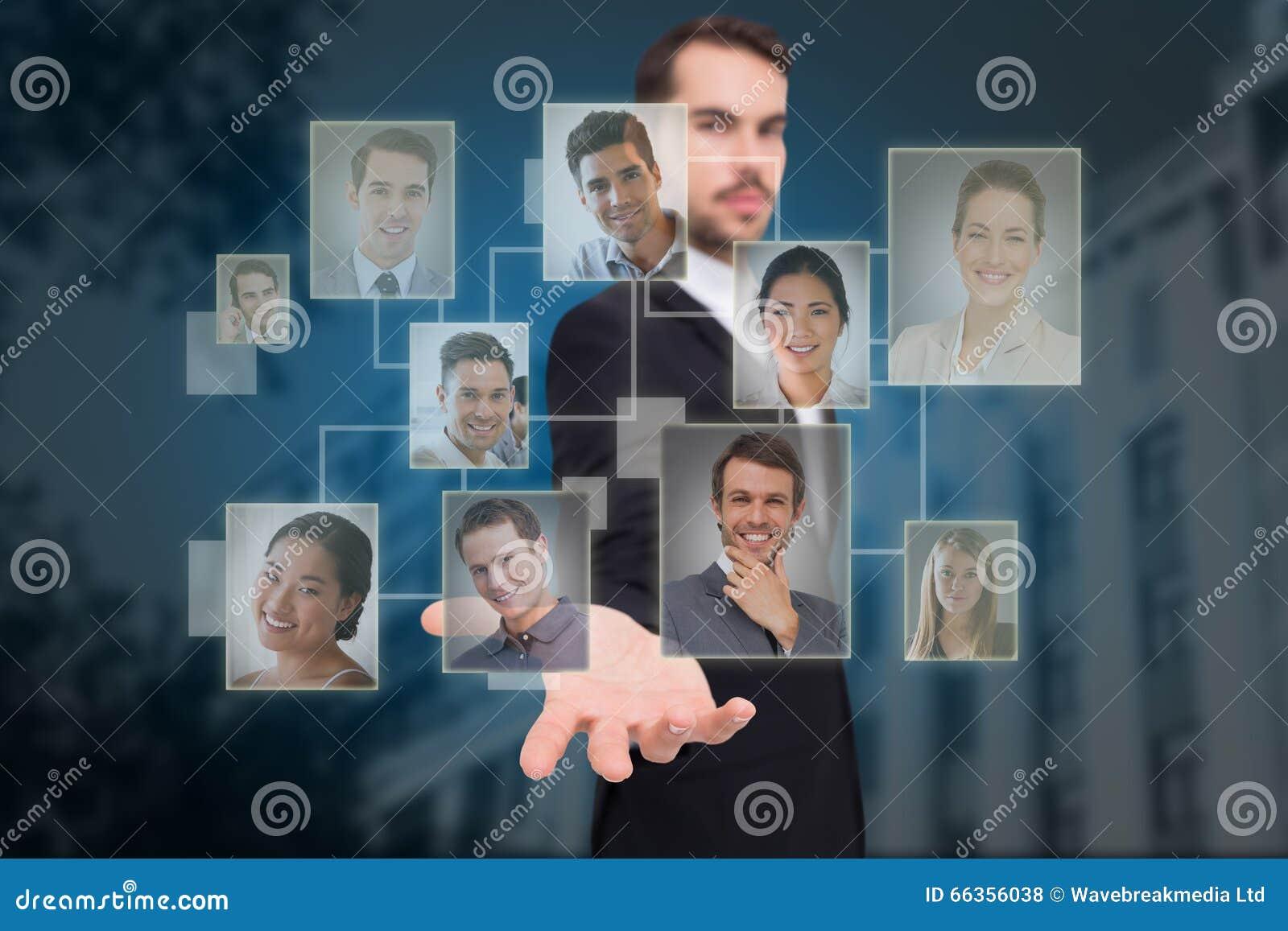 Image composée d homme d affaires de sourire offrant quelque chose avec sa main ouverte
