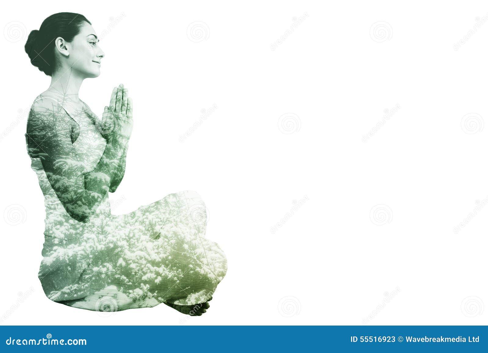 Image composée de brune satisfaite dans la séance blanche dans la pose de lotus