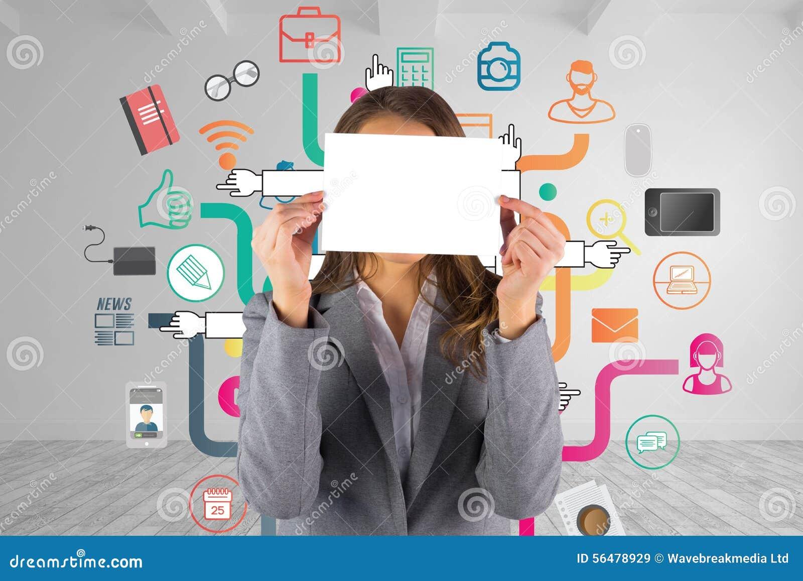 Image composée de femme d affaires montrant une carte