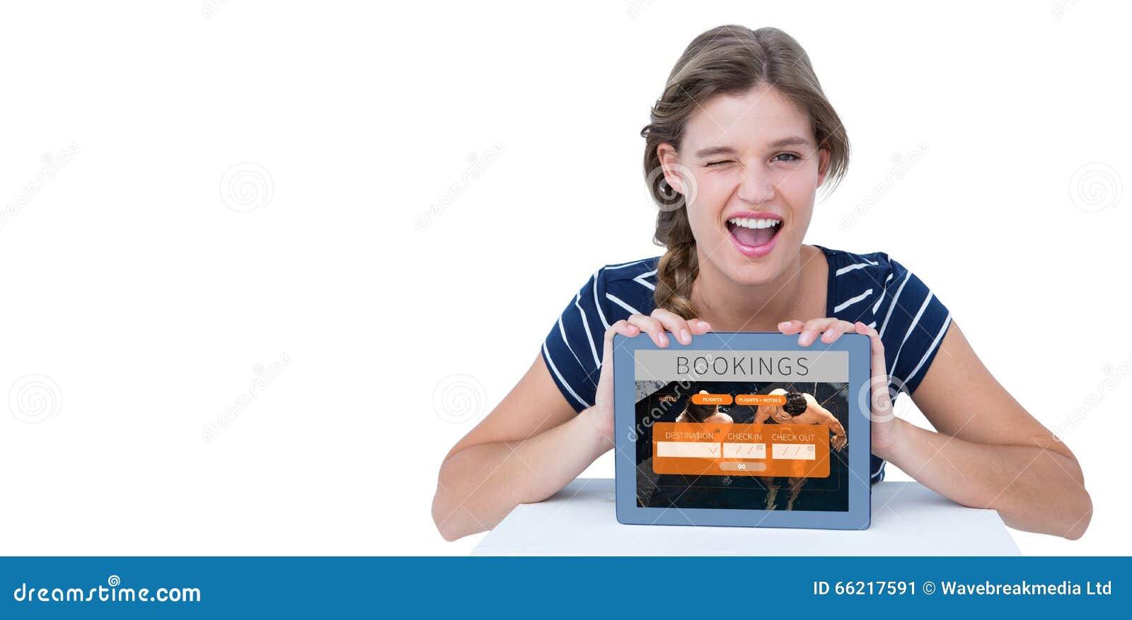 Image composée de femme montrant le PC de comprimé