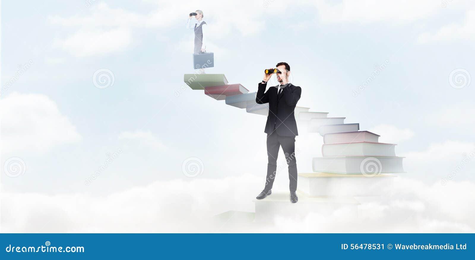 Image composée de la position élégante d homme d affaires et des jumelles d utilisation