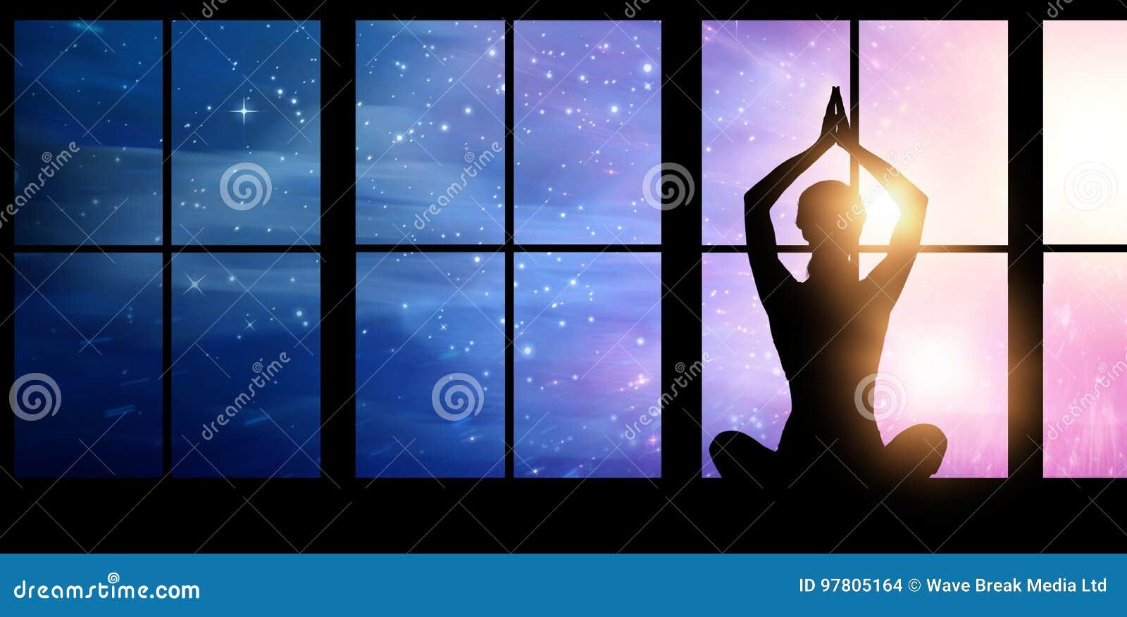 Image composée de yoga de pratique femelle de silhouette tout en se reposant