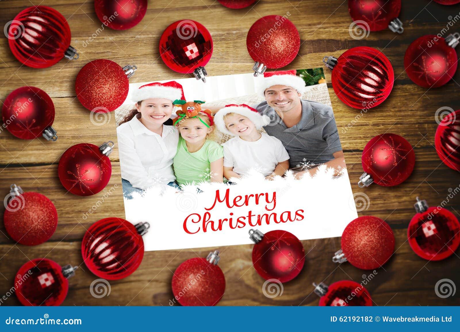 Image composée des babioles de Noël sur la table