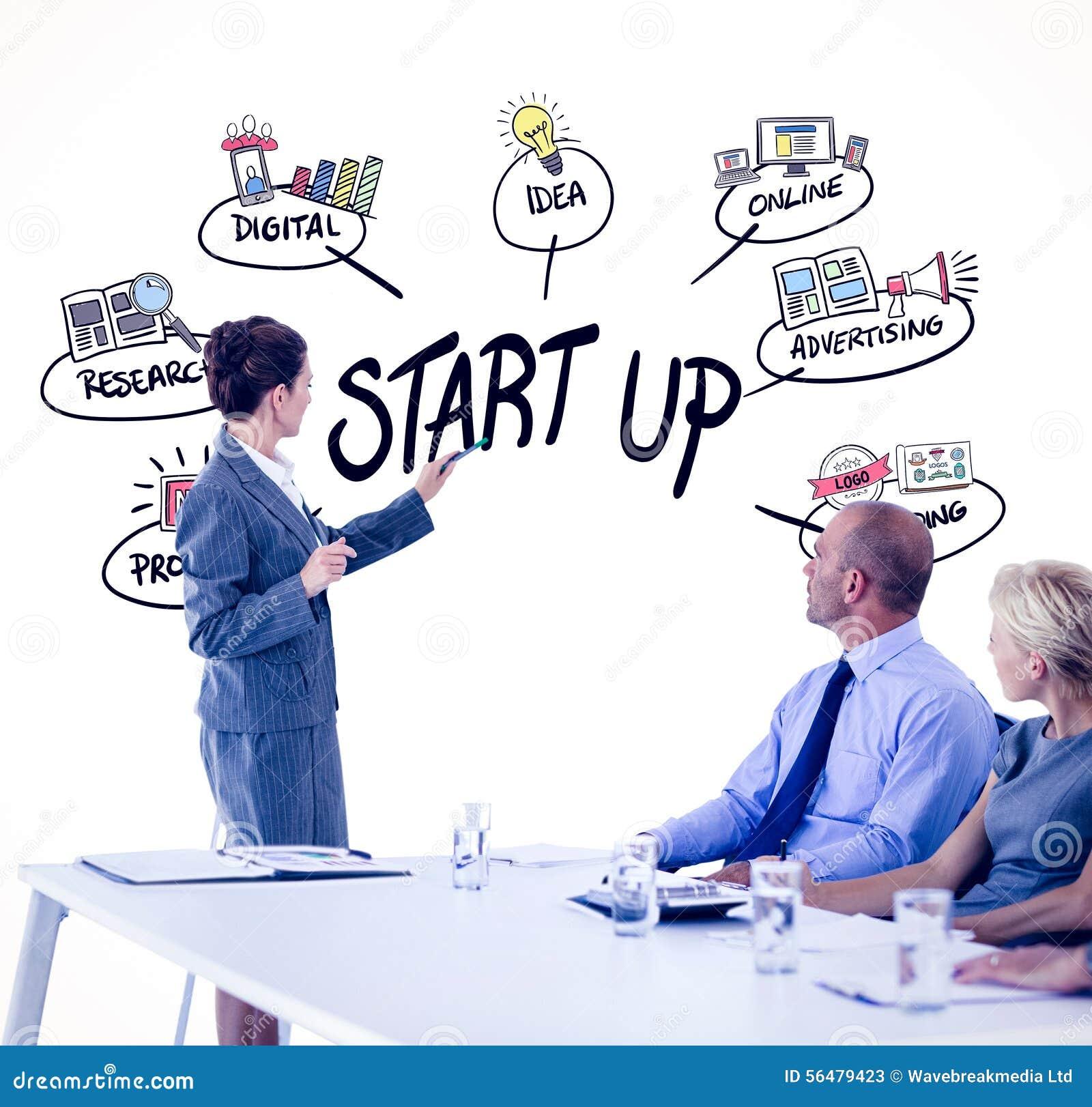 Image composée des gens d affaires regardant le conseil de réunion pendant la conférence