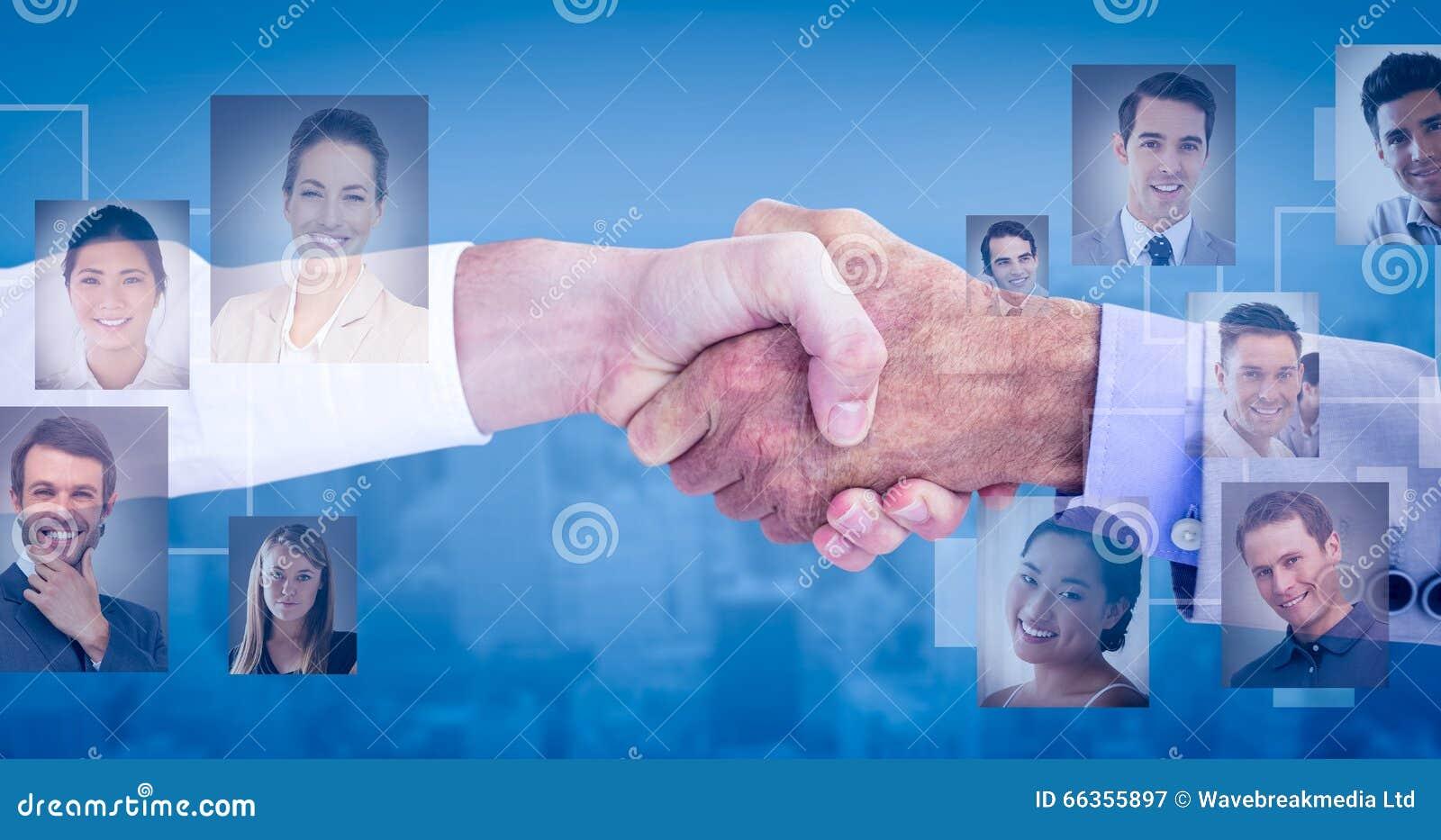 Image composée des gens d affaires se serrant la main sur le fond blanc